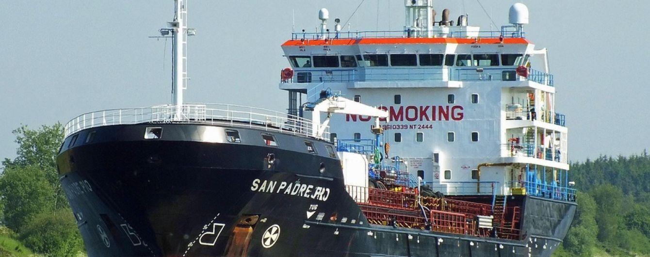 У Нігерії вже півтора місяця перебуває під арештом судно з 16 українськими моряками