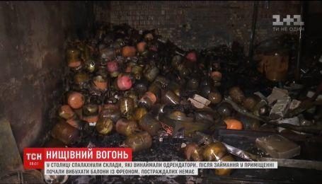 В Киеве огонь охватил почти тысячу квадратных метров складских помещений