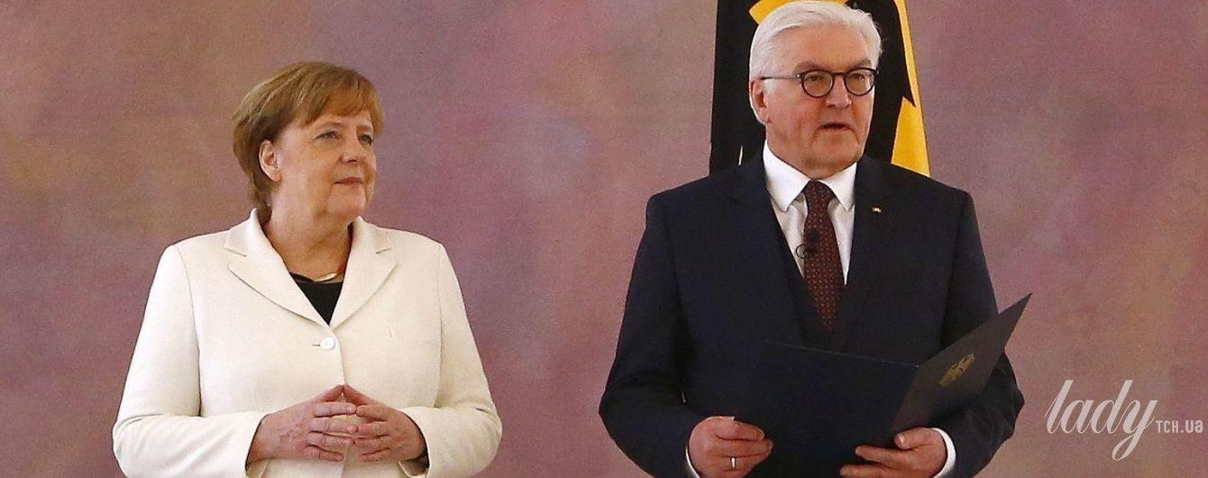 В белом жакете и на каблуках: Ангела Меркель приняла присягу