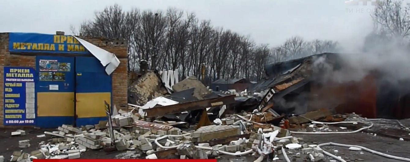 Потужний вибух на СТО розвалив гаражі в Олександрії