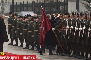 """""""Очень приятно было"""": солдат почетного караула рассказал об одетой президентом шапке. Эксклюзив ТСН"""