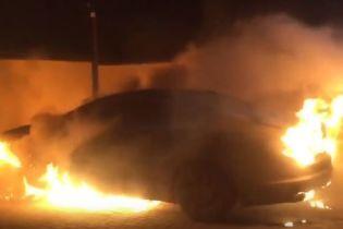 В Одесской области неизвестные сожгли Jaguar депутата стоимостью полмиллиона гривен