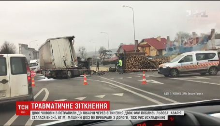 Вблизи Львова столкнулись две фуры