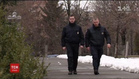 На столичной Троещине мужчина бросил гранату в патрульных