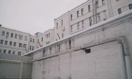 """П'ятеро чоловіків заявили, що їх більше року утримували у """"таємному ізоляторі"""" СБУ у Харкові"""