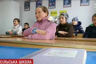 На Волині батьки збирають гроші на нову школу, бо в старій діти вчаться у три зміни