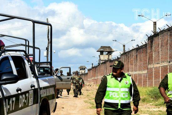 У Болівії рейд поліції до в'язниці закінчився смертями. Арештанти створили всередині кримінальну державу