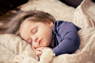 Науковці дізнались таємницю здорового сну немовлят