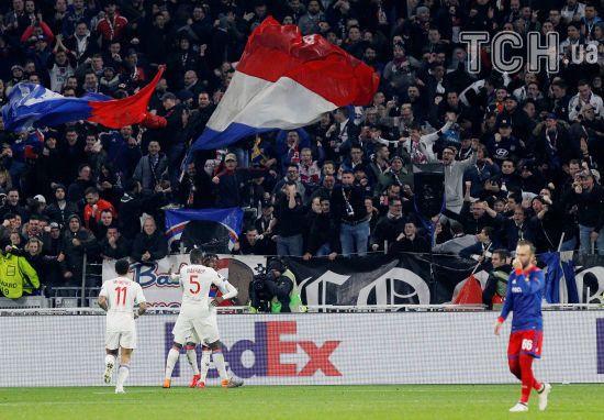Французькі та російські фанати влаштували бійку та неймовірні безлади перед матчем Ліги Європи