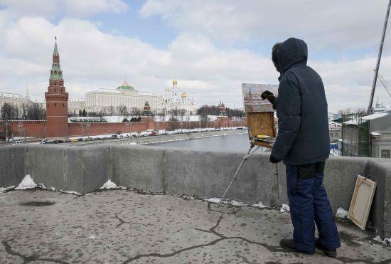 У Москві навпроти Кремля влаштували акцію на підтримку Сенцова