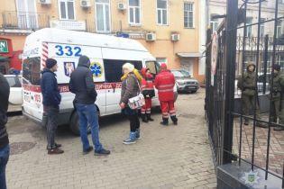 У поліції розповіли подробиці загадкової смерті чоловіка, якого знайшли мертвим біля ресторану у Києві