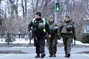 МВД вывело на улицы Киева вооруженные патрули
