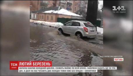 ДТП і підтоплені будинки: Україна страждає від негоди