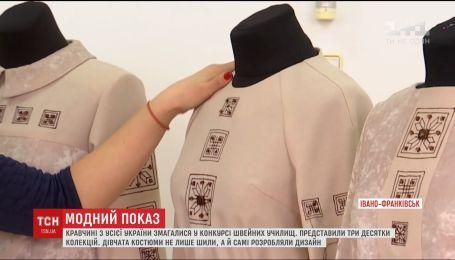 Будущие портнихи представили десятки коллекций соревнуясь в конкурсе швейных училищ
