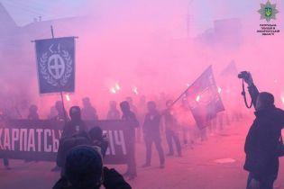 """В Ужгороде националисты прошлись """"черным маршем"""" в честь годовщины создания Карпатской Украины"""