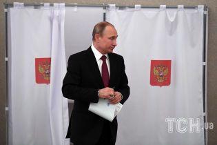 Путин думает над заменой Медвєдева