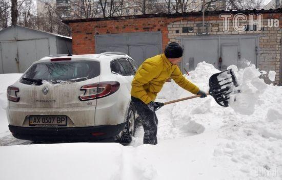 У неділю Україну знову засипатиме снігом, а подекуди заливатиме дощем