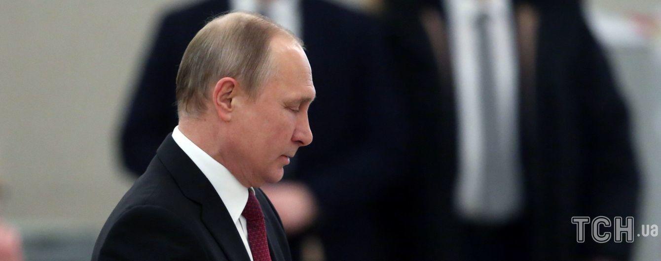 """Путін запевняє, що не буде """"сидіти при владі до ста років"""""""