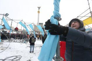 Полиция задержала двух активистов, которые разобрали конструкции с символикой Украины