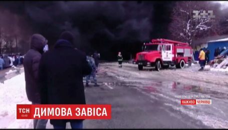 В Черновцах горит один из крупнейших базаров Украины