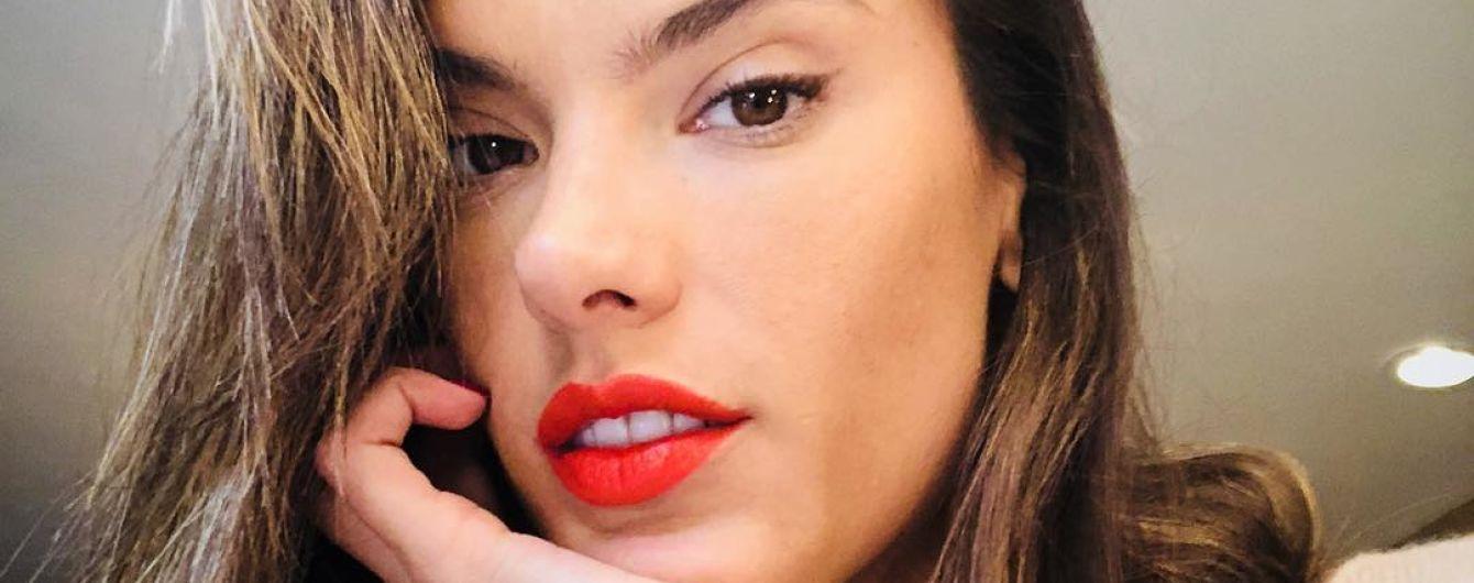 Любит повеселиться: Алессандра Амбросио сходила в ночной клуб с подругами