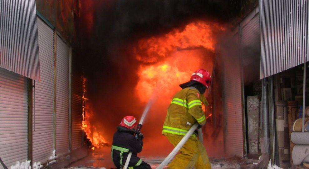 Мер Чернівців назвав причину масштабної пожежі в павільйонах із килимами на ринку