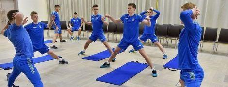 Фитнес и сауна вместо бега. Как футболисты сборной провели первый день сбора