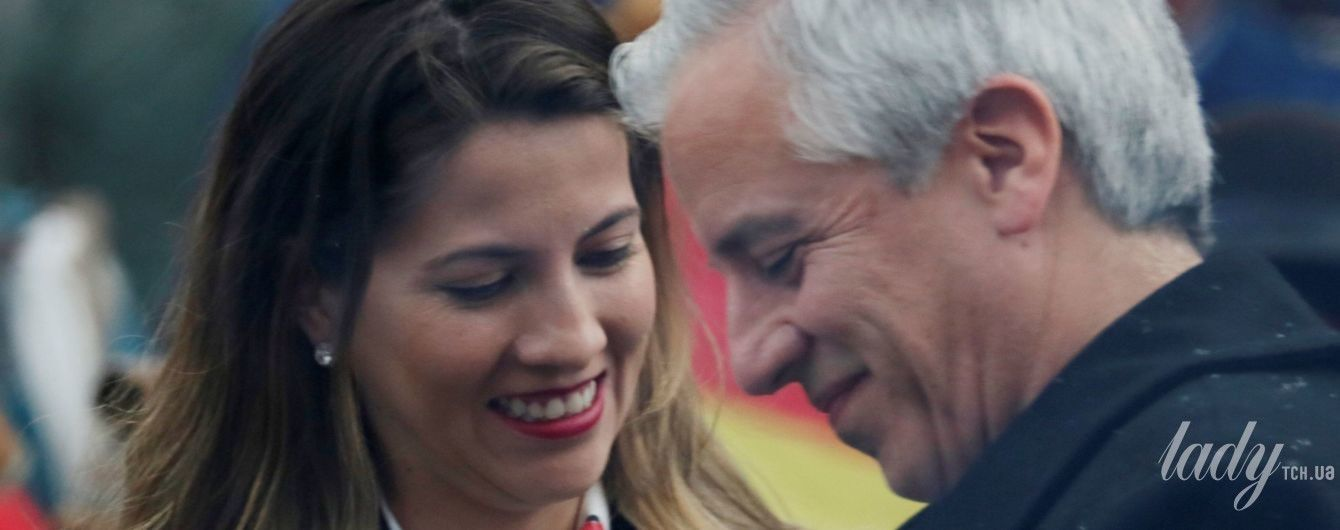 В сером пальто и с красной помадой: как выглядит 31-летняя жена вице-президента Боливии
