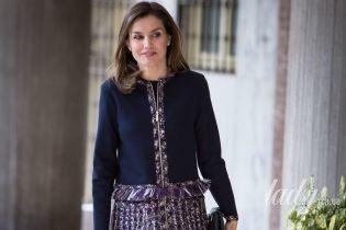 В брюках-дудочках и новом пальто: королева Летиция сходила на деловую встречу