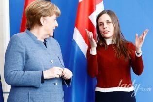 В трикотажном платье и в ботинках на шнуровке: премьер-министр Исландии на встрече с Меркель
