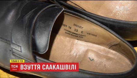 Детективна історія: ТСН знайшла дорогі чоловічі туфлі на даху, де побував Саакашвілі
