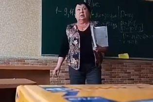 """""""Ти - с*ка! Ти - тварь! Животне ти! Г*мно вонюче"""". У Мережу виклали відео, як учителька лає учня"""