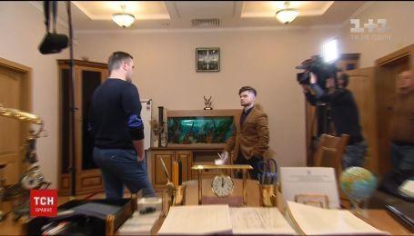 У кабінеті антикорупціонера Назара Холодницького виявили прослушку