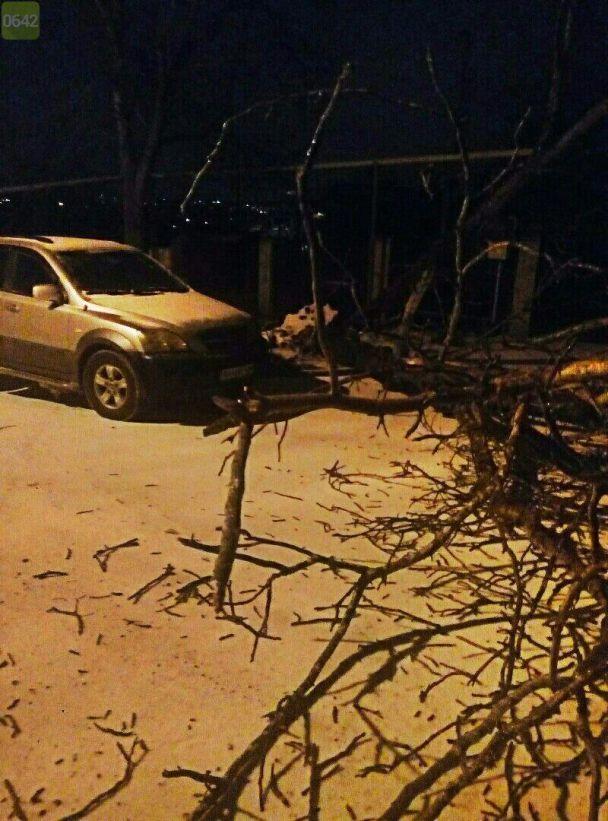 """В Луганской области выпал оранжевый снег. В """"ЛНР"""" обвинили американский беспилотник в химатаке"""