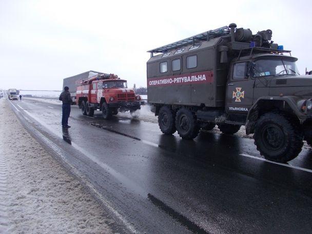 Кілометрові затори та знеструмлені села. Україна знову опинилася в полоні негоди