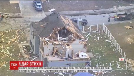 У штаті Джорджія потужний торнадо понівечив будинки та обірвав лінії електропередач
