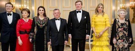 Затмила всех: королева Максима надела очень яркое платье на торжественный ужин во дворце