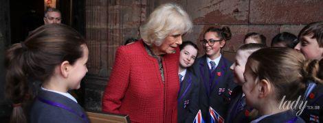 В ярком пальто и пестрой блузке: герцогиня Корнуольская продемонстрировала новый образ