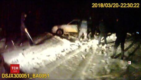 У Кропивницькому затримання водія закінчилося стріляниною та аваріями