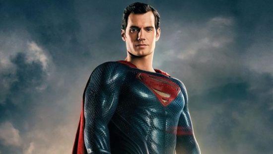 """""""Супермен"""" Генрі Кавілл героїчно розпрощався з вусами, які спричинили фурор у Мережі"""