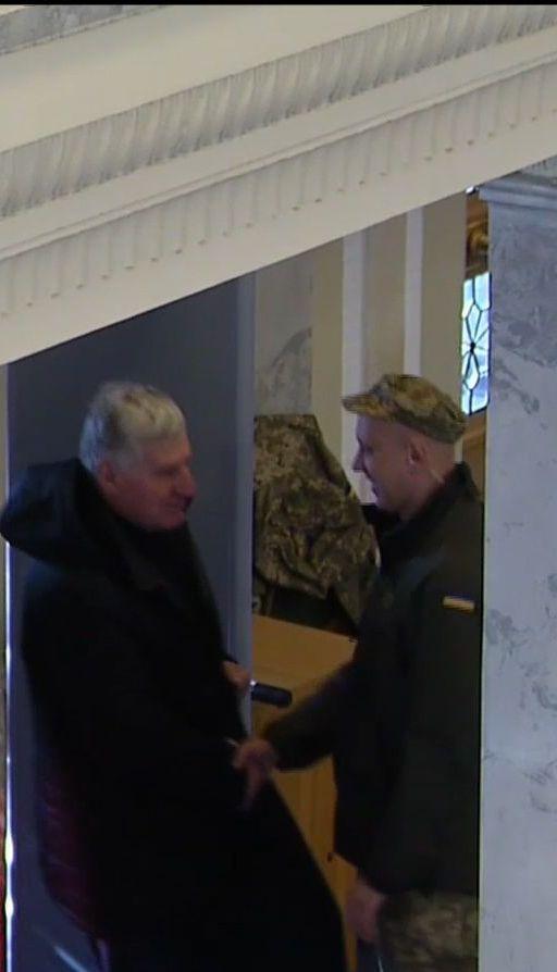 Порошенко подписал закон о запрете ношения оружия в госучреждениях
