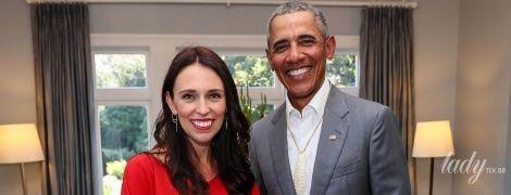 На встрече с Обамой: премьер-министр Новой Зеландии подчеркнула беременный живот красной блузкой