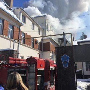 В Черновцах загорелся транспортный колледж, эвакуированы сотни людей