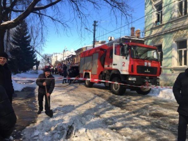У Чернівцях спалахнув транспортний коледж, евакуйовані сотні людей