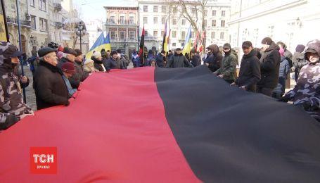 Во Львове узаконили красно-черный флаг
