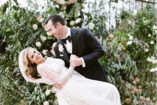 Море живых цветов и поцелуев: Кейт Аптон поделилась видео с собственной свадьбы