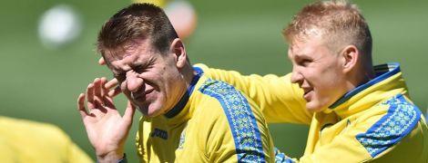 Щелбаны, улыбки и теннисбол. Футболисты сборной Украины потренировались в солнечной Испании