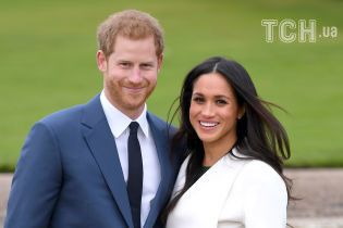"""Запрошення на весілля принца Гаррі та Меган надрукували """"золотом"""" на раритетній машинці 30-х років"""
