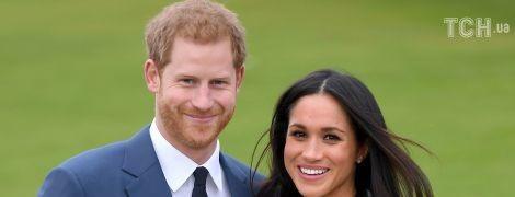 """Приглашения на свадьбу принца Гарри и Меган напечатали """"золотом"""" на раритетной машинке 30-х годов"""