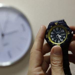 Україна переходить на літній час: коли та як переводити годинники, щоб не запізнитися